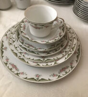 Wyndham Vintage fine china dinnerware Dishes Floral set 91 pieces Setting For 12