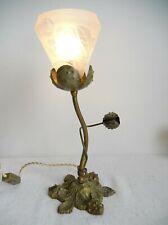Lampe art nouveau aux marrons en bronze et tulipe gravée à l'acide.