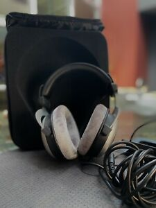 Beyerdynamic DT 880-250 PRO Edition Headband Headphones Gray/Silver [Open Box]