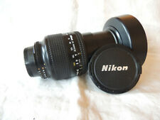 ZOOM NIKON AF-D autofocus 28 - 200 mm ; ouverture 3.5 / 5.6 ; PARE SOLEIL dédié