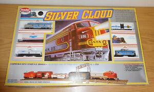 MODEL POWER HO GAUGE #1047 CHEVROLET ALCO DIESEL FREIGHT TRAIN SET SILVER CLOUD