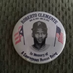 VINTAGE 1972 PITTSBURGH PIRATES ROBERTO CLEMENTE MEMORIAL 3 INCH BUTTON / PIN