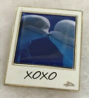 Sea World Pin Kissing Dolphins Collectible Trading Lapel Pin A755