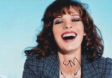 Milla Jovovich Autogramm signed 20x30 cm Bild