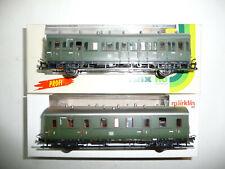 Trix H0 23300, 23331 zwei 2-achsige Abteilwagen der DB