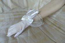 Gants de mariée courts volantés blanc pur avec noeud satin et fleur ref G06