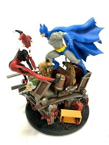 DC Comics Batman vs Harley Quinn Battle Statue Figurine 0431/2500
