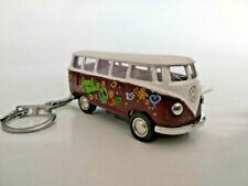 Bus miniatures rouges 1:64