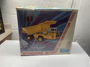 ERTL INTERNATIONAL PAY HAULER 350 TRUCK MODEL KIT 1:25 scale