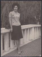 YZ1065 Desenzano del Garda - Moda femminile - Fotografia d'epoca - 1963 photo