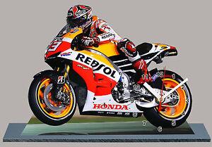 MARC MARQUEZ, MOTO GP HONDA REPSOL EN HORLOGE MINIATURE SUR SOCLE -02