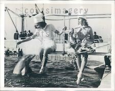 1941 Lovely Ladies Feed Porpoise Marineland Florida Press Photo