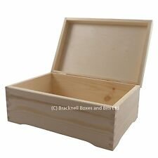 Big pine wood storage box with feet DD403 memory wedding baby keepsake chest