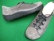 LADIES NEAR NEW ZIERA BROWN/TAUPE SUEDE LEATHER LACE UP FLAT SHOES SIZE 8 / 39XW