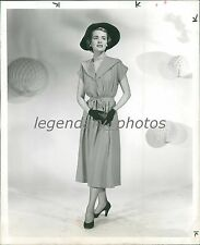 1950 Women's Fashion Woman in Dress Hat and Gloves Original News Service Photo