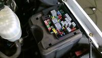 03-06 GMC Yukon Denali Underhood Engine Fuse Box Assembly OEM Used