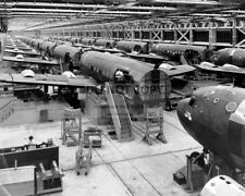 DOUGLAS C-54 CARGO PLANE ASSEMBLY LINE PARK RIDGE ILLINOIS - 8X10 PHOTO (RT144)