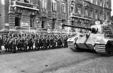 WWII Photo German Tiger II  Troops Budapest  WW2 / 4021