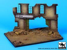 Black Dog 1/72 Street Section w/House Ruin Diorama Base (150mm x 105mm) D72014