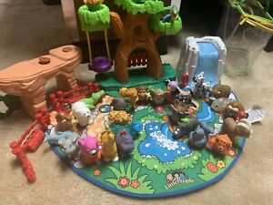 Fisher-Price Little People Alphabet Zoo Mat With All Animals