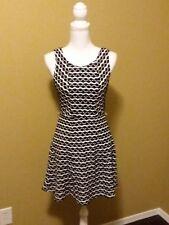 ILE Dress Black White Bottom up print Zig-zag Sleeveless size 6