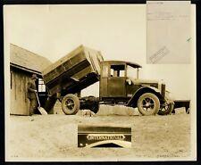 "Canada ""international"" farmer truck * press photo 1929"
