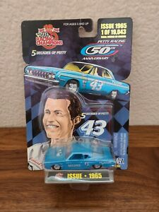 1965 #43 Richard Petty Plymouth OUTLAWED 1/64 NASCAR 5 Decades of Petty Diecast