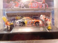 NASCAR HOT WHEELS RACING  TIDE #10 SLOT CAR WITH PIT CREW #36947 440-X2
