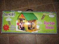 Pre Owned Bazoongi Kids Play Flower Garden House for Indoor Use