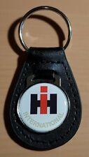 International IHC Schlüsselanhänger auf Leder - Maße Emblem 29mm