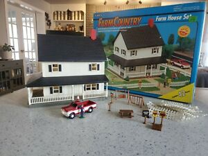 1993 Nearly Complete Boxed ERTL Farm Country Farm House 1;64th Scale Set