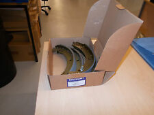 LAND ROVER DEFENDER 90 SET OF FOUR BRAKE SHOES FROM BRITPART STC2796