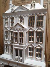 Exklusives Puppenhaus für´s Puppenhaus, zum Öffnen, mit Tisch, 1:12, Miniaturen