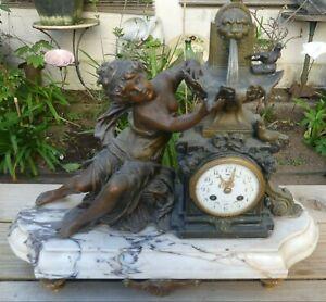 Grosse Pendule Art Déco style Louis XVI Femme à la fontaine socle Marbre Carrare