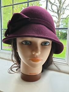1920's Vintage Flapper Style Purple Aubergine Cloche Wool Hat with Bow