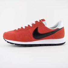 New Hommes Nike Air Pegasus 83 Vintage Noir Rouge Baskets UK 8.5 Entièrement neuf dans sa boîte 827921 800