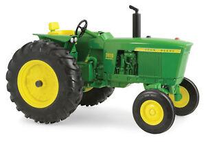 Ertl 1/16 Scale John Deere Model 3020 Tractor 45469