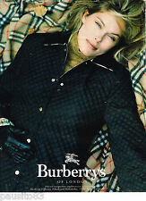 PUBLICITE ADVERTISING 065  1996  BURBERRY OF LONDON  echarpe & veste