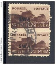 SOUTH WEST AFRICA, 1943 1/- se-tenant pair (bottom stamp has tear) (D)
