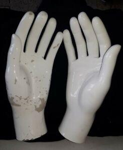 Linke und rechte Hand einer Schaufenster Puppe weiß m. starken Gebrauchsspuren C
