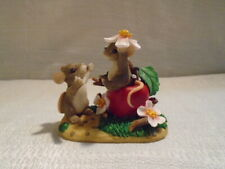 Charming Tails Apple of My Eye Mouse Figurine 89/110