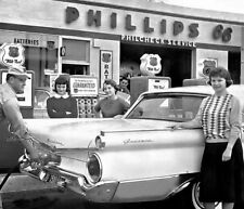 PHILLIPS 66 GAS STATION GLOBES PHILCHECK SERVICE 3 YOUNG LADIES 50's  FORD CAR