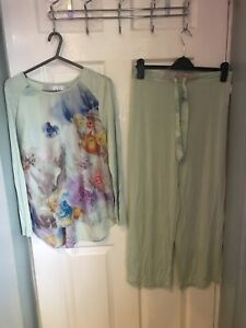 STUNNING AND GENUINE TED BAKER FLORAL PRINT TOP AND BOTTOMS PYJAMAS SIZE 12/14