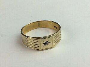 """9ct (375) Yellow Gold Signet Ring with Diamond Chip Size UK """"Y""""  Ship Worldwide"""