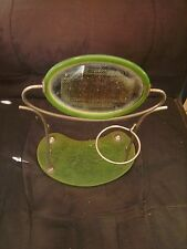 Miroir de toilette ancien sur socle en métal et plastique vert style rétro