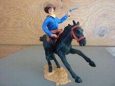 Timpo / Cowboy mit mit Pistole auf schwarzem Pferd / UT schwarz Weste dunkelblau