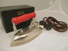 Reisebügeleisen 1930, im org. super Lederköfferchen mit Samt ausgelegt, Fa. Salu