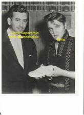 ELVIS HANK SAPERSTEIN EPE MERCHANDISE 1956 ORIGINAL VINTAGE PRESS PHOTO CANDID