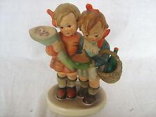 Goebel Hummel Figura de gran tamaño que van a las abuelas Niño Y Niña Con Cesta De Flores