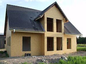 Holzrahmenhaus Rohbau mit Dacheindeckung und  Montage